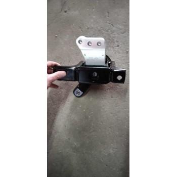 Chân máy đầu động cơ xe Zotye